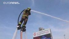Dubai'de İtfaiyecilerin Yangına Jetpack ile Müdahale Etmesi