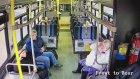 Kamyon Otobüsün içinde Sıkışıp Kaldı