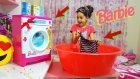 Elleriyle Çamaşır Yıkayan Melikeye Barbie Çamaşır Makinası Hediye Ettim | Evcilik Oynuyorum