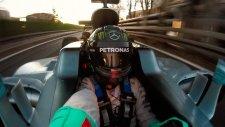 Yarış Esnasında F1 Şampiyonundan Selfie!