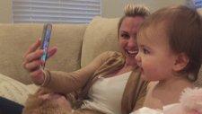 Görüntülü Arama İle Konuşan Bebeklerin Mutlulukları