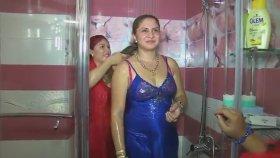 Düğün Öncesi Gelini Kıyafetleri ile Yıkamak