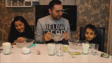 Evde Oyun Hamuru Yaptık - We Made Play Dough at Home