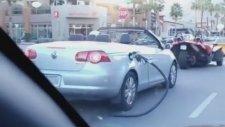 Kopardığı Benzin Pompası İle Yoluna Devam Eden Sürücü