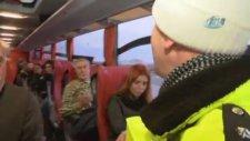 Polis Yolcu Gibi Otobüse Bindi