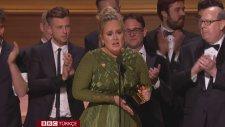 Adele Ödülünü Beyonce'a İthaf Etti (59. Grammy Ödülleri)