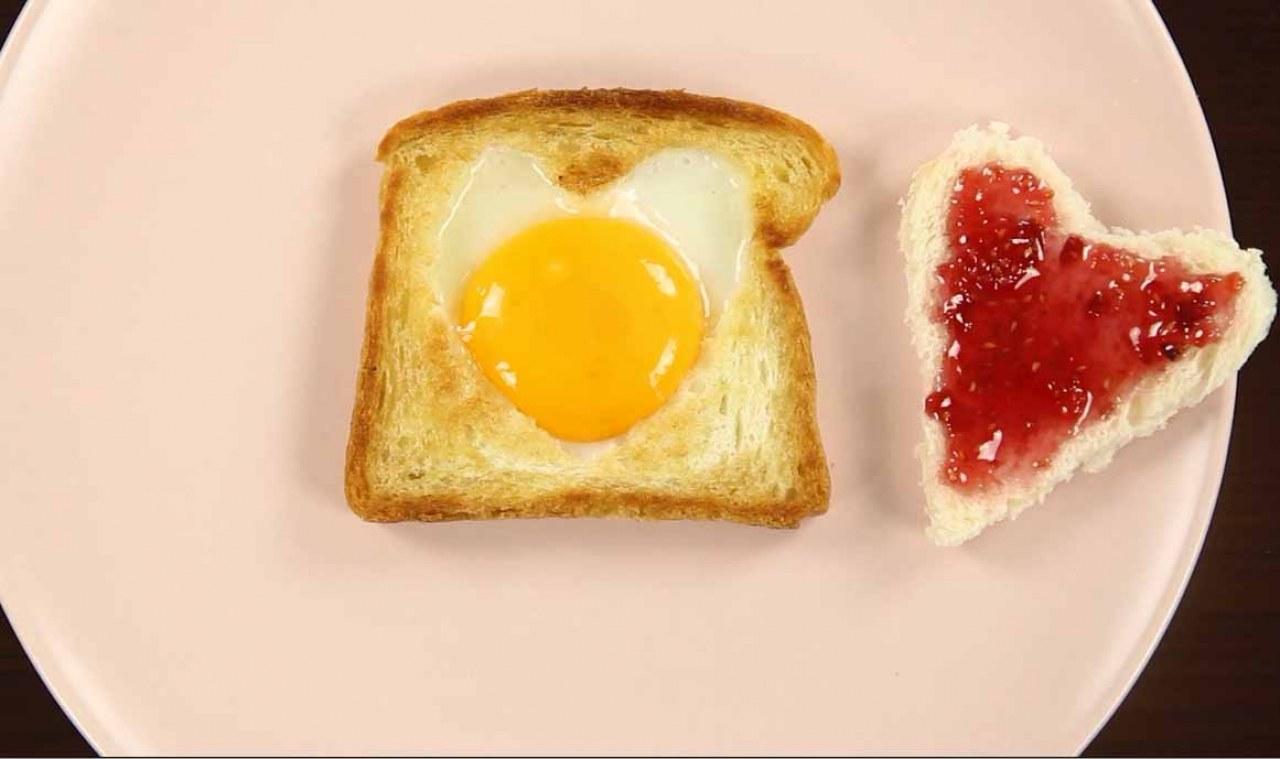 Tost Ekmeğinde Tereyağlı Yumurta