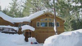 Kendi Yarattığı Pistte Snowboard İle Şov Yapan Adam