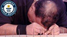 Kafasıyla 2 Dakikada 38 Çivi Çakarak Guinness Rekorlar Kitabına Giren Adam