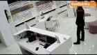 Avm'deki Telefon Hırsızı Güvenlik Kamerasına Yakalandı