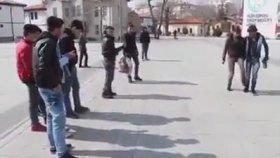 Konya Meydanda Coşan Suriyeli Gençler