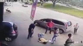 Arabadan Fırlayan Lastiğin Adam Öldürmesi