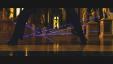 Dünyanın En Etkileyici Hırsızlık Sahnesi - Oceans Twelwe Laser Dance