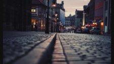 Nöbetteyim Sokaklarda -  Cansever