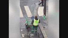 Mesaiyi Doldurmaya Çalışan İşçi