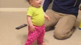 Aceleci Bebeğin Yürüme Çabası