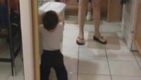 Aynadaki Görüntüsünden Korkan Bebek