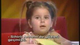 Her Konu Hakkında Fikir Veren Küçük Kız