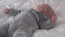 Oturmaya Tepki Olarak Doğan Bebek