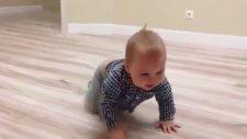 Yürüme Çabası Umutsuz Biten Bebek