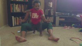 Zenci Bebeğin İlk Adım Heyecanı