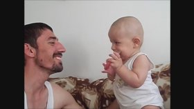 Babası Ağlayınca Ağlamaya Başlayan Bebek