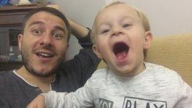 Babası ile Horon Söyleyen Küçük Adam