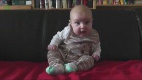 Hapşırırken Kendinden Geçen Bebekler