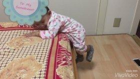 Yataktan İnmeyi Başaran Bebek