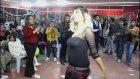 Roman Havası Oyunu İle Düğünün Yıldızı Olan Kız