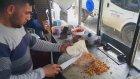Adana'lı Tostçu Mahmut'un Ütüyle Tost Yapması