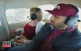 Uçakta Evlilik Teklifi Ederken Kusan Adam