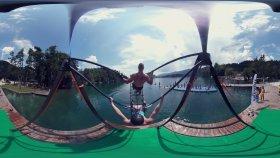 Denize Atlamanın En Eğlenceli Yollarını Bulan Gençler