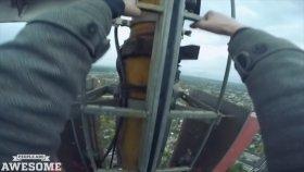 Kulelere Tırmanıp Selfie Çeken Gençler