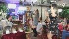 Dübeş Attım Yek Geldi Şarkısında Dans Eden Uzun Boylu Kedicikler