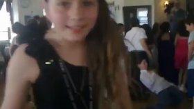 Aleyna Tilki 5. Sınıf Mezuniyet Eğlencesinde (2010)