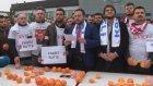 Portakal Bıçaklamak Suretiyle Hollanda'yı Protesto Etmek