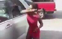 Aldatılan Kadın Kocasının Arabasını Paramparça Etti
