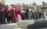 Burnu İle Şambrel Şişiren Kung Fu Ustası