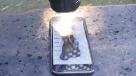 Dünyanın En Güçlü El Feneri iPhone 7'ye Karşı