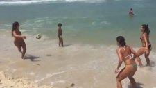 Hemen Plaja Gitmek İsteyeceksiniz! Kadınların Şovu