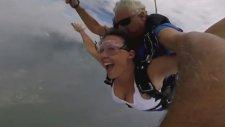 Paraşütle Atlamada Ayılıp Bayılan Kız
