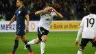 Lukas Podolski'nin İngiltere'ye attığı gol