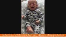 Annesinin Elbisesini Koklayınca Ağlamayı Bırakan Bebek