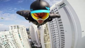 Gökdelenlerin Arasından Wingsuit Uçuşu