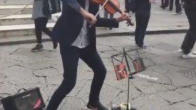 Sokak Sanatçısından Muhteşem Shape of You Performansı