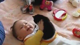 Sevimli Yavru Kedi ve Minik Bebek