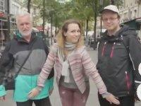 Sokak Ortasında Avuçlayan Fransız Kızlar