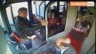 Kendisini Uyaran Otobüs Şoförünü Dövüp Kolunu Kırdı