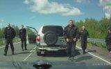 Yol Vermeyen Adama Sürpriz Yapan Rus Polisi
